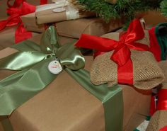 Wrapping Presents in Burlap and Kraft Paper « THEBASICSbypaulbyrondowns's Blog