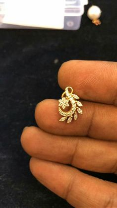 Gold Earrings Designs, Gold Jewellery Design, Small Earrings, Ring Earrings, Diamond Earrings Indian, Gold Jewelry Simple, India Jewelry, Jewelry Patterns, Designer Earrings