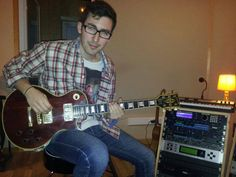Eric NW Grabando Guitarras