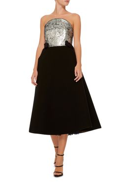 This **Delpozo** dress is rendered with a bold sequin bodice, on an elegant wool crepe skirt at calf length. Its decorated with two decorative bows at the sides for extra glamour.