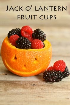 Cuuuute! I just squealed. Yummy and healthy too - it's Jack O' Lantern orange & berries fruit cups.