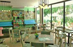 Mesas lounge de té para: Deleite Cafetería, Polanco, CDMX. El diseño de interiores, el criterio de los materiales, iluminación así como la restauración arquitectónica del espacio estuvo a cargo de @Vertical Arquitectura liderado por el Arquitecto David Pérez Ortega