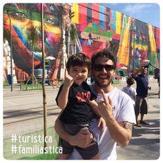 Meu caçula com o Tio Dindo @jonnystica / na visão do arquiteto urbanista e do rockstar mirim o painel de #EduardoKobra é sucesso absoluto.  #famíliastica #turistica #sticabrasil