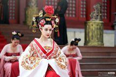 Fan BingBing in the titular role of the 2014 TV series Wu ZeTian (aka Empress of China) Wu Zetian, In China, Respect The Elderly, The Empress Of China, The Han Dynasty, Zhou Dynasty, Fan Bingbing, Online Quizzes, Oriental Fashion