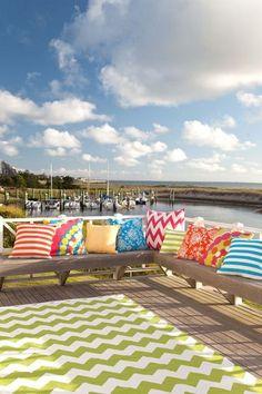 Des coussins colorés pour l'outdoor