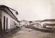 O bairro do Bixiga com ruas de terra, casarões e um cavalo. | 23 fotos que mostram São Paulo como você nunca viu