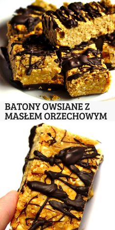 Domowe batony owsiane z masłem orzechowym The best homemade FIT oatmeal bars with peanut butter covered with chocolate. Healthy Deserts, Healthy Sweets, Healthy Dessert Recipes, Cake Recipes, Good Food, Yummy Food, Vegetarian Snacks, Night Food, Vegan Treats