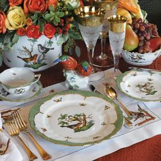 Herend Rothschild Bird Green Fine China Collection - Dinnerware by Herend - Dinnerware - Tabletop Dresser La Table, Herend China, Wall Mounted Corner Shelves, Beautiful Table Settings, Deco Table, China Patterns, Teller, China Dinnerware, China Porcelain