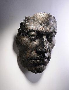 Esculturas com correntes