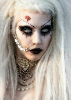 It's a little tribute to my favorite gothic models. Gothic Makeup, Fantasy Makeup, Goth Beauty, Dark Beauty, Costume Halloween, Halloween 2017, Halloween Ideas, Gothic Girls, Gothic Lolita