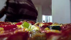 AbanCommercials: DiGiorno TV Commercial  • DiGiorno advertsiment  • Así lo ve DiGiorno - Reunión de Amigos • DiGiorno Así lo ve DiGiorno - Reunión de Amigos TV commercial • Así lo ve DiGiorno: Sólo una pizza calientita y crujiente recién salida del horno eleva la ocasión para que tus amigos y familiares disfruten cada momento.