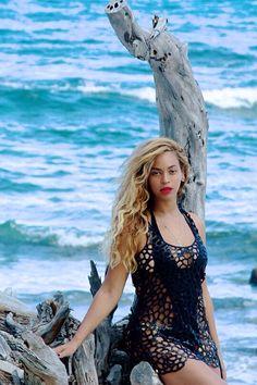 Beyoncé in Hawaii April 2015