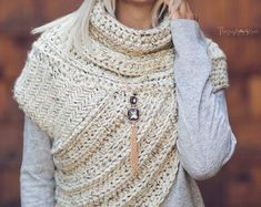 Katniss ispirato Cowl Cacciatrice Cowl Vest Scarf Fatto a Vintage Bohemian, Boho, Hooded Vest, Scarf, Warm Sweaters, Piece Of Clothing, Knit Crochet, Crochet Cross, Knitting