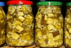 Nakládané okurky na kostičky Chicken, Meat, Vegetables, Food, Anna, Veggies, Essen, Vegetable Recipes, Yemek