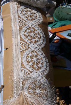 Needle Tatting, Needle Lace, Irish Crochet, Crochet Lace, Bobbin Lacemaking, Types Of Lace, Bobbin Lace Patterns, Drawn Thread, Lace Making