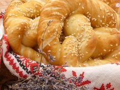 Covrigii bavarezi, gustul copilăriei! Strudel, Bavaria, Shrimp, Breads, Recipes, Food, Bayern, Rezepte, Essen