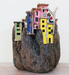 Risultato immagini per eric cremers artist Wooden Decor, Wooden Diy, Cardboard Crafts, Wood Crafts, Minecraft Projects, Wood Creations, Driftwood Art, Miniature Houses, Fish Art