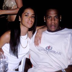 Day outlined hip-hop form for a decade, created to seem sensible on the street. Rip Aaliyah, Aaliyah Style, 90s Hip Hop, Hip Hop And R&b, Young Jay Z, Aaliyah Pictures, Aaliyah Haughton, Hip Hop Fashion, 90s Fashion