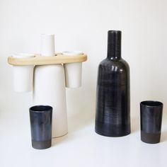 Black and White Ceramic bottle and cups. The wooden saddle allows the bottle and two cups to be carried in one hand Press Kit, White Ceramics, Industrial Design, Kitchen Accessories, Bottle, Cups, Handmade, Drink, Space