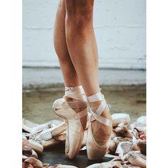 From Keenan Kampa's instagram.  #Ballet_beautie #sur_les_pointes * Ballet_beautie, sur_les_pointes *