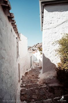 Alleyways in Hydra, Greece | Thinking about doing The Yacht Week? Here's the ultimate guide to The Yacht Week Greece! Full ofday parties, beautiful sunsets in jaw-dropping locations, and the world famous Nikki Beach party!