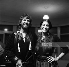 Musicians Kris Kristofferson and Rita Coolidge backstage at the Troubadour on March 29, 1972 in Los Angeles, California.