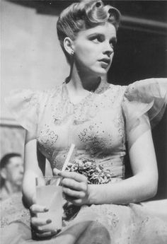 "Judy Garland having a drink break on the set of ""Presenting Lily Mars"" Golden Age Of Hollywood, Vintage Hollywood, Hollywood Glamour, Hollywood Stars, Classic Hollywood, Judy Garland, Harvey Girls, Divas, Liza Minnelli"