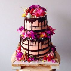 """How to decorate cakes using fresh flowers and a ganache """"drip"""" effect like Katherine Sabbath (If you love rustic cakes and fondant-free masterpieces, you need to check out her designs!)"""