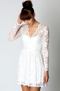 this is so insanely pretty. It reminds me of a short version of Kate Middleton's wedding dress.