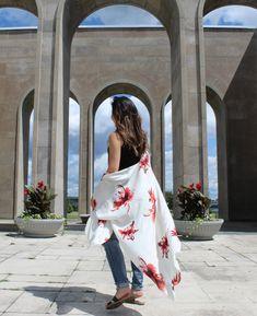 The Beautiful Darcy Kimono style featured in cream Floral Kimono, Kimono Top, Simple Casual Outfits, All Black Outfit, Kimono Style, Kimono Fashion, Summer Collection, Color Pop, Floral Prints