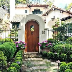 Spanish style homes – Mediterranean Home Decor Spanish Bungalow, Spanish Style Homes, Spanish Revival, Spanish House, Spanish Colonial, Mediterranean Homes Exterior, Mediterranean Home Decor, Mediterranean Architecture, Tuscan Homes
