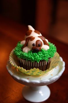 Betty Blue Bakery's Fondant Puppy Dog Cupcake