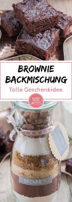 Dieser schokoladige Backmix ist ein schönes, schnell gemachtes Geschenk aus der Küche. Für die köstlichen Brownies muss der Beschenkte nur noch 2 Eier und 60 g Butter zur Brownie Backmischung im Glas zugeben.