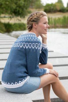 Mammahjerte Genser i Denim, kjøp den som strikkepakke hos HoY. Knitting Pullover, Sweater Knitting Patterns, Knitting Projects, Crochet Projects, Drops Kid Silk, Drops Alpaca, Fair Isle Knitting, Camilla, Tejidos