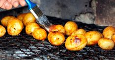 """Usually when you light a fire, braai side dishes is something that gets done in the kitchen. Whether it is a baked potato, vegetables or even the good old mielie. Not… Continue reading """"Braai side dishes – A few tips"""" Vinaigrette, Basting A Turkey, Shish Kebab, Grilling Sides, Luxury Food, Fourth Of July Food, Vegetarian Barbecue, Beef Burgers, Barbecue Chicken"""