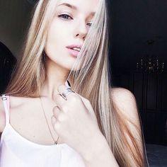 Фото на аву блондинки 19 лет