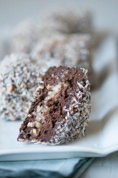 Chocolate Cake Lamingtons with sour cream & expresso powder Easy Desserts, Dessert Recipes, Cake Fillings, Chocolate Desserts, Chocolate Lasagna, German Chocolate, Sweet Recipes, Yummy Recipes, Cupcake Cakes