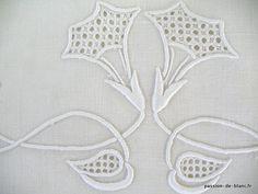 LINGE ANCIEN /Drap de lin avec joli travail de broderie et beau monogramme LB