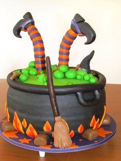Witch cauldron cake for halloween Halloween Torte, Pasteles Halloween, Bolo Halloween, Halloween Baking, Halloween Goodies, Halloween Desserts, Halloween Cupcakes, Halloween Treats, Haloween Cakes