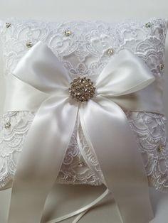 Almohada anillo de bodas con encaje Alencon lazo de satén