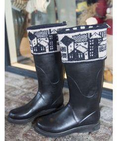 """Støvlepynt """"Huse"""" Crochet Socks, Knitting Socks, Knit Crochet, Knit Art, Boot Toppers, Fair Isle Knitting, Boot Cuffs, Knee Socks, Knitting Designs"""
