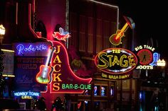 Discover Nashville's live music scene in the District. The downtown area, around Broadway and 2nd Avenue, is home to many bars, restaurants, dance halls and concert venues.Live music performances go until 3 a.m. on weekends.