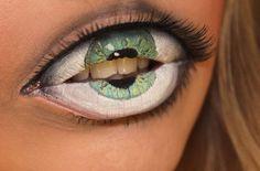 目の中に口!唇に眼球を描くフェイスペインティングが怖い
