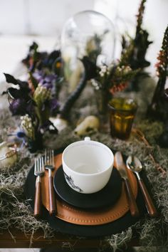 Halloween Oddities Inspiration Shoot copper place setting photo by Rach Lea Photography Source by trendytree Halloween Wedding Centerpieces, Wedding Hall Decorations, Scary Halloween Decorations, Halloween Home Decor, Holidays Halloween, Halloween Weddings, Halloween Table Settings, Gothic Halloween, Halloween 2018