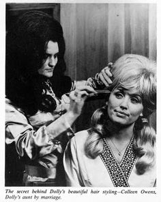 Nobody pulled off bouffant avec pigtails like Dolly. Country Singers, Country Music, Dolly Parton Pictures, Salon Style, Retro Hairstyles, Hello Dolly, Beauty Shop, Big Hair, Vintage Beauty