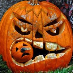 13 Bizarre Halloween Decorations