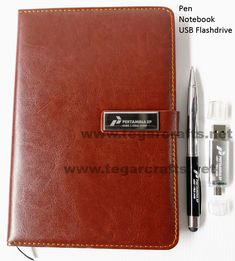 Cool ideas for Pertamina's exclusive souvenirs in the form of luxurious brown synthetic leather notebooks, metal pens and silver 16GB OTG USB flash drives. All with the branding logo of PT Pertamina Asset 1 Field Jambi, Indonesia Interested in ordering? Tel / WA to: 0852 8077 2420 Metal Pen, Leather Notebook, Gift Packaging, Logo Branding, Notebooks, Pens, Usb Flash Drive, Luxury, Brown