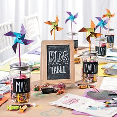 Wedding with kids - You Have To See This Colorful DIY Wedding Kids Table! – Wedding with kids Kids Table Wedding, Wedding With Kids, Diy Wedding, Wedding Reception, Dream Wedding, Wedding Day, Party Wedding, 1920s Wedding, Kids Wedding Ideas