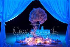 La magia e il sogno di un matrimonio in spiaggia. Il tavolo degli sposi in riva al mare. | Cira Lombardo Wedding Planner