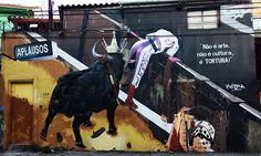 """Mural de autoria do artista Eduardo Kobra, em um protesto contra as touradas. """"Não é arte nem cultura, é tortura"""", diz no mural., que faz parte do projeto GreenPincel, cuja ideia é denunciar formas de agressão do homem a animais e ao meio ambiente."""